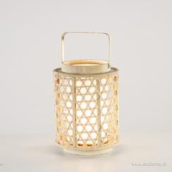 Sfeervolle houten lantaarn met witte kap
