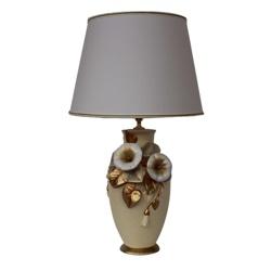 Klassieke keramieke tafellamp bloem
