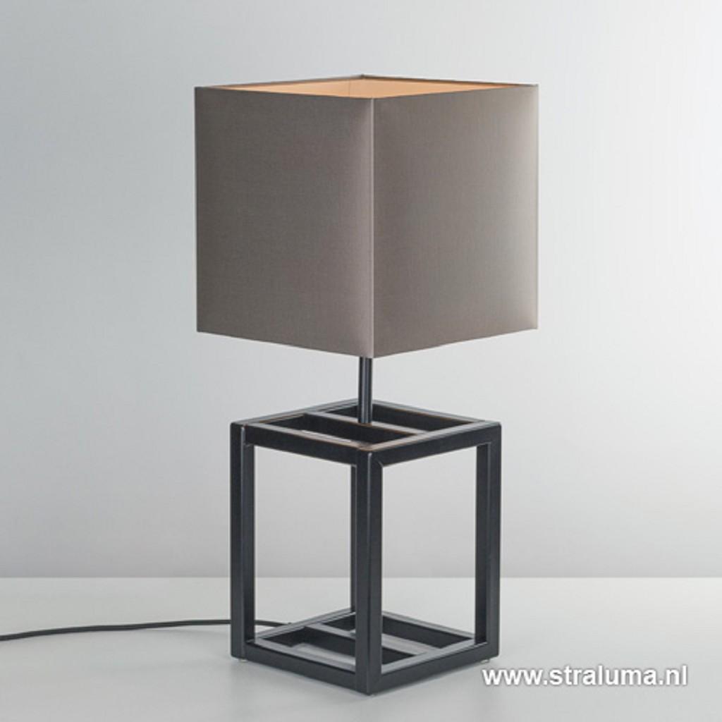 Strakke vierkante tafellamp met kap