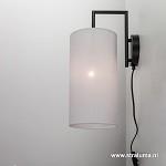 *Zwarte wandlamp met lichte stoffen kap
