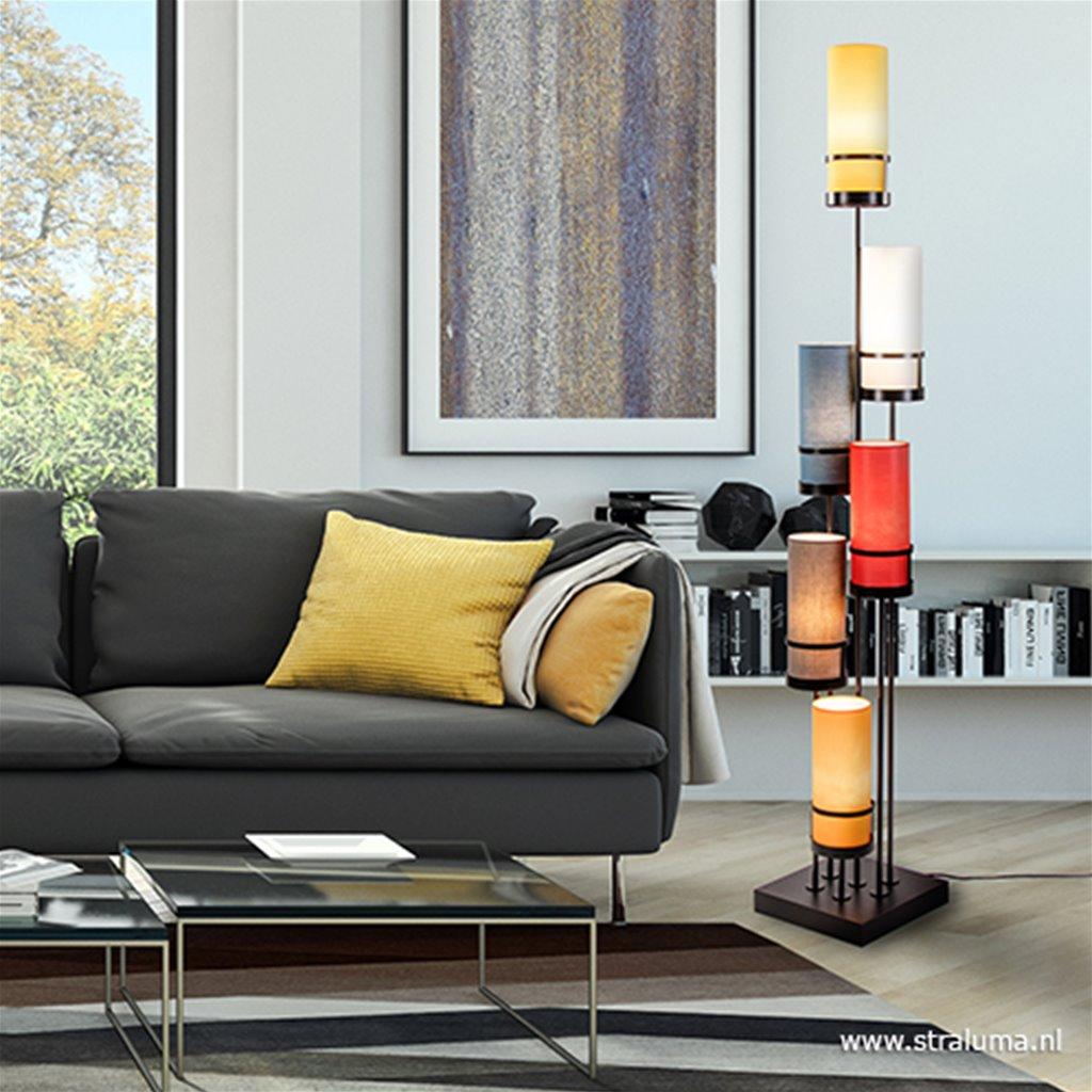Moderne vloerlamp met gekleurde kappen