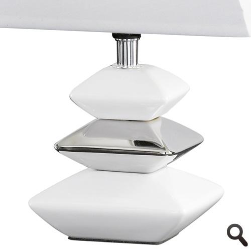 Witte tafellamp met chroom nachtkastje