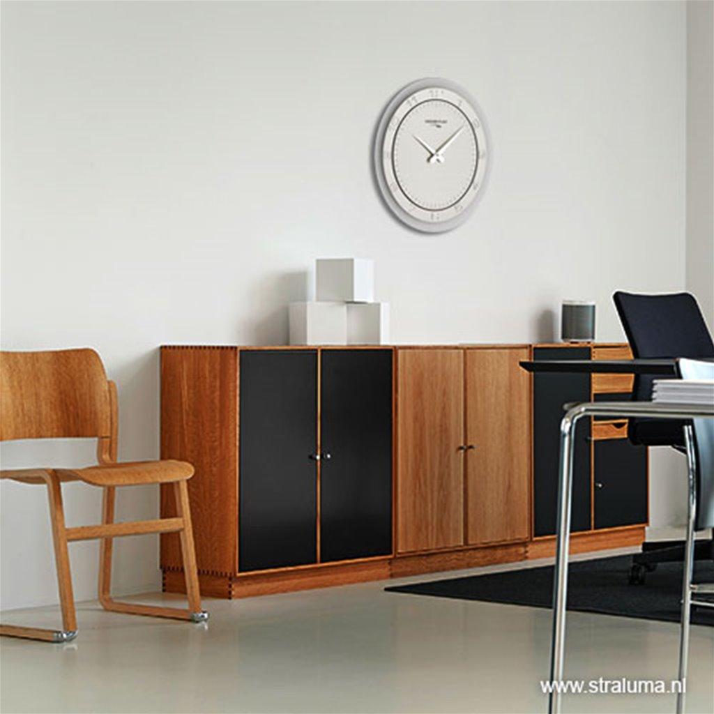 Moderne wandklok rond RVS keuken/kantoor