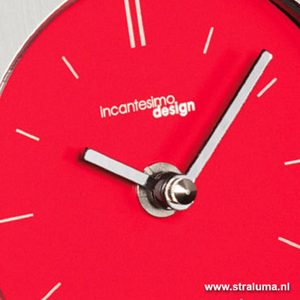 Design tafelklok rood-staal woonkamer