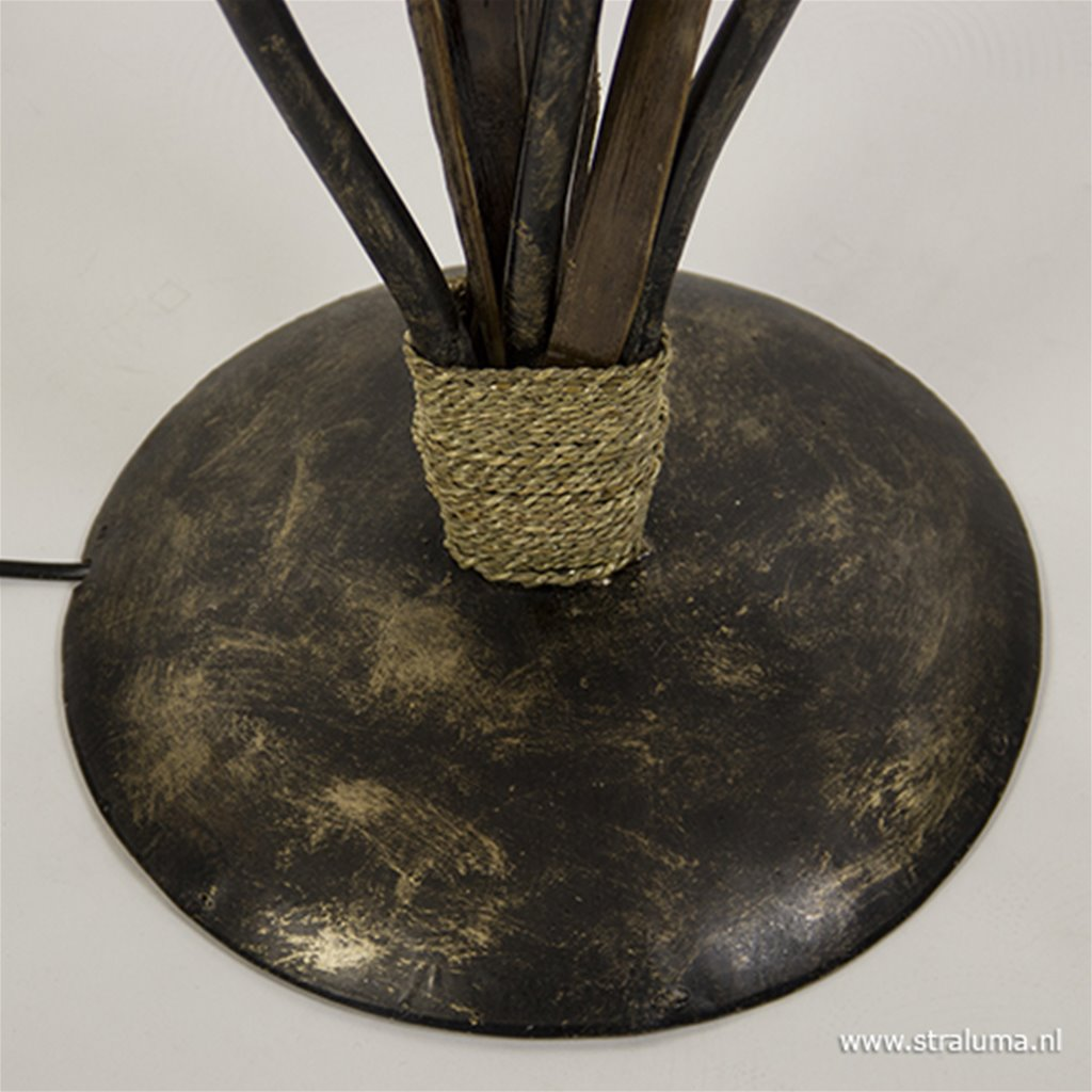 Houten vloerlamp met kelk van schelpen