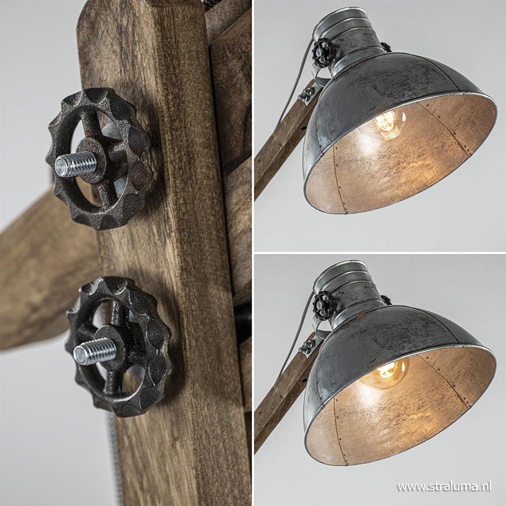 Houten vloerlamp Ekerd met vintage zilveren kap