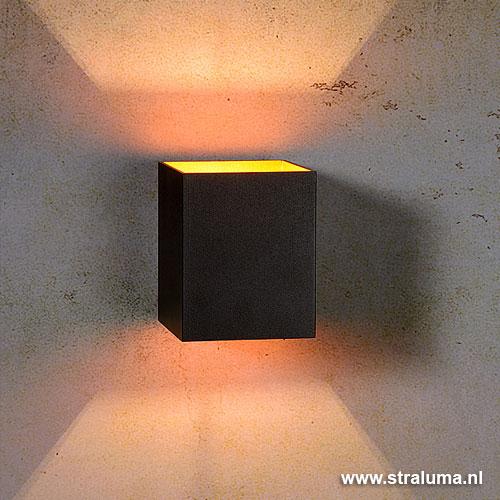 Zwarte wandlamp vierkant binnenkant goud | Straluma