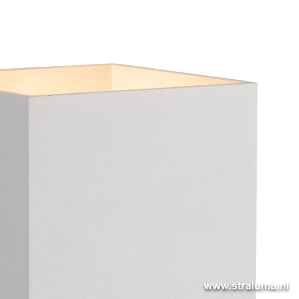 Strakke wandlamp-muurl. wit hal-keuken