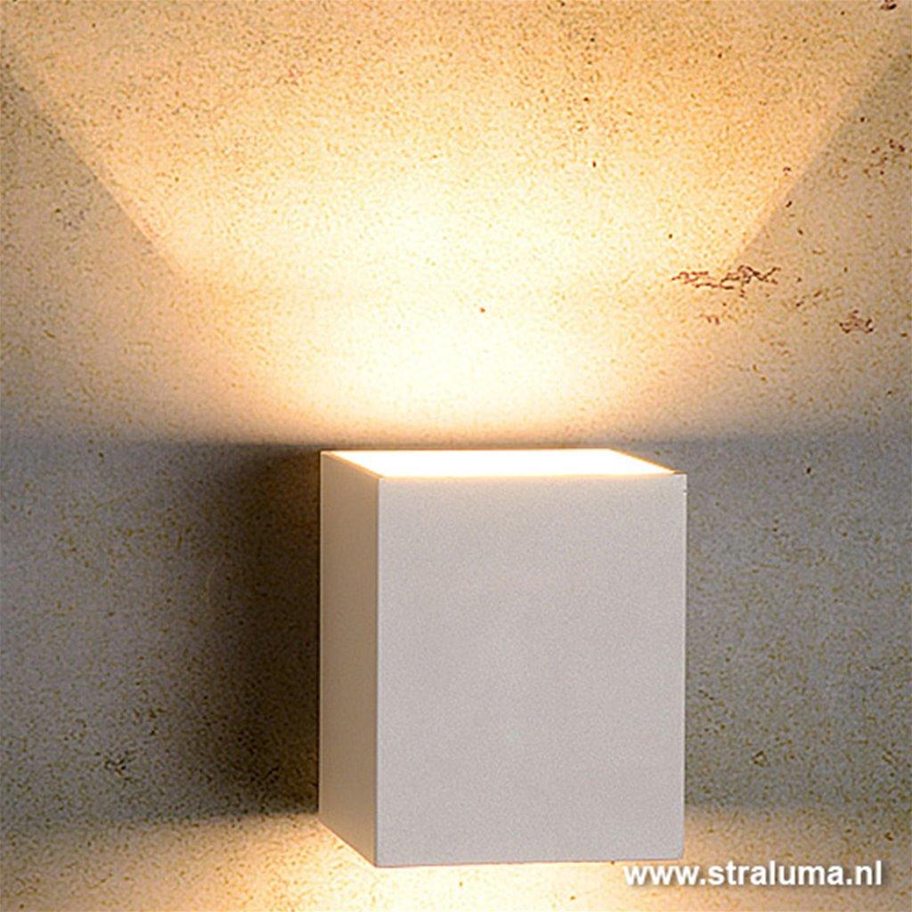 **Strakke wandlamp-muurl. wit hal-keuken