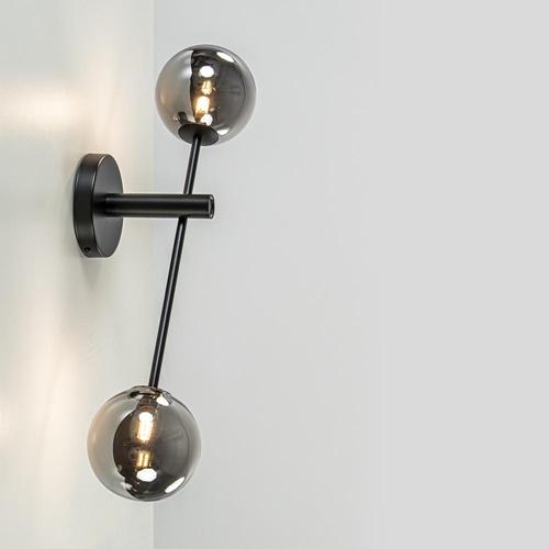 Zwarte wandlamp met smoke glazen bollen