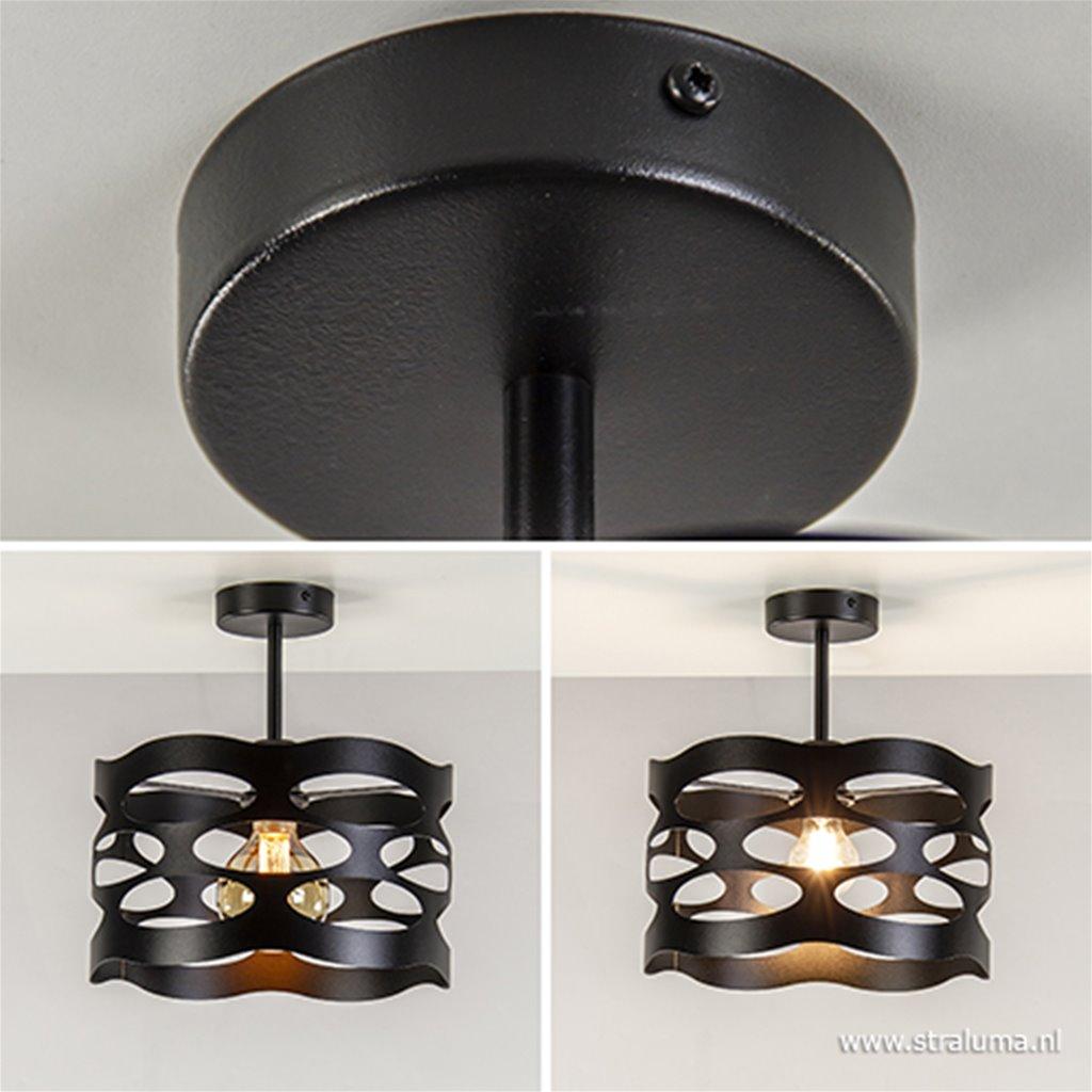 Zwarte plafondlamp met opengewerkte kap