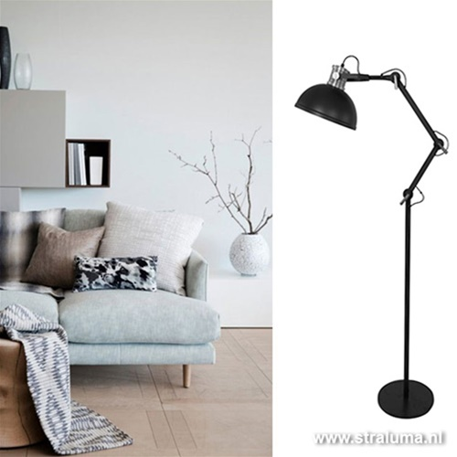Zwarte industriële vloerlamp woonkamer